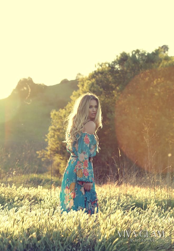 katarina-van-derham-viva-glam-magazine-cashmere-hair-deja-jordan-coachella-festival-fashion-inspo-blonde-copy